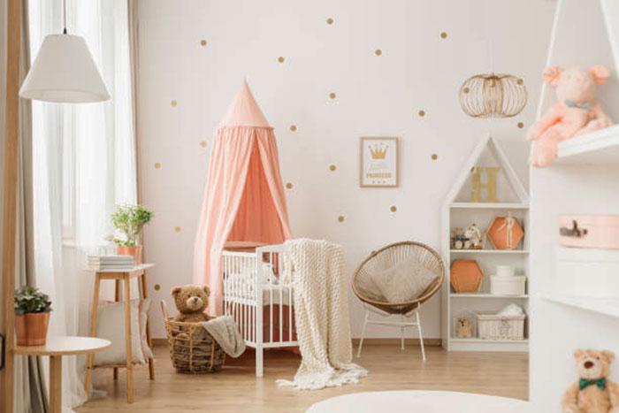 светлая комната для маленькой девочки в розовых тонах